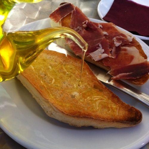 Desayuno jamón ibérico con aceite
